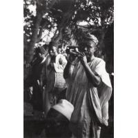 Foumban, musiciens ambulants jouant à un mariage musulman