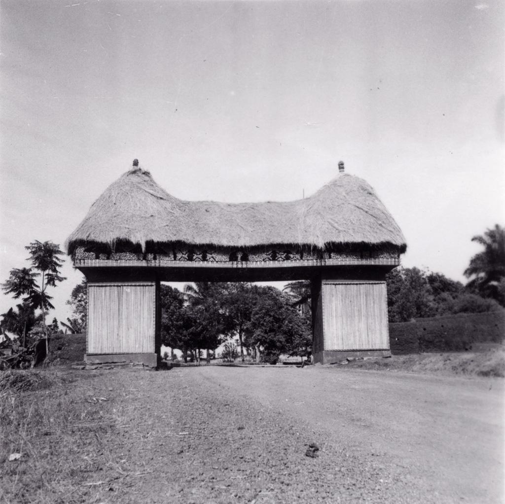 Foumban : porte de la ville