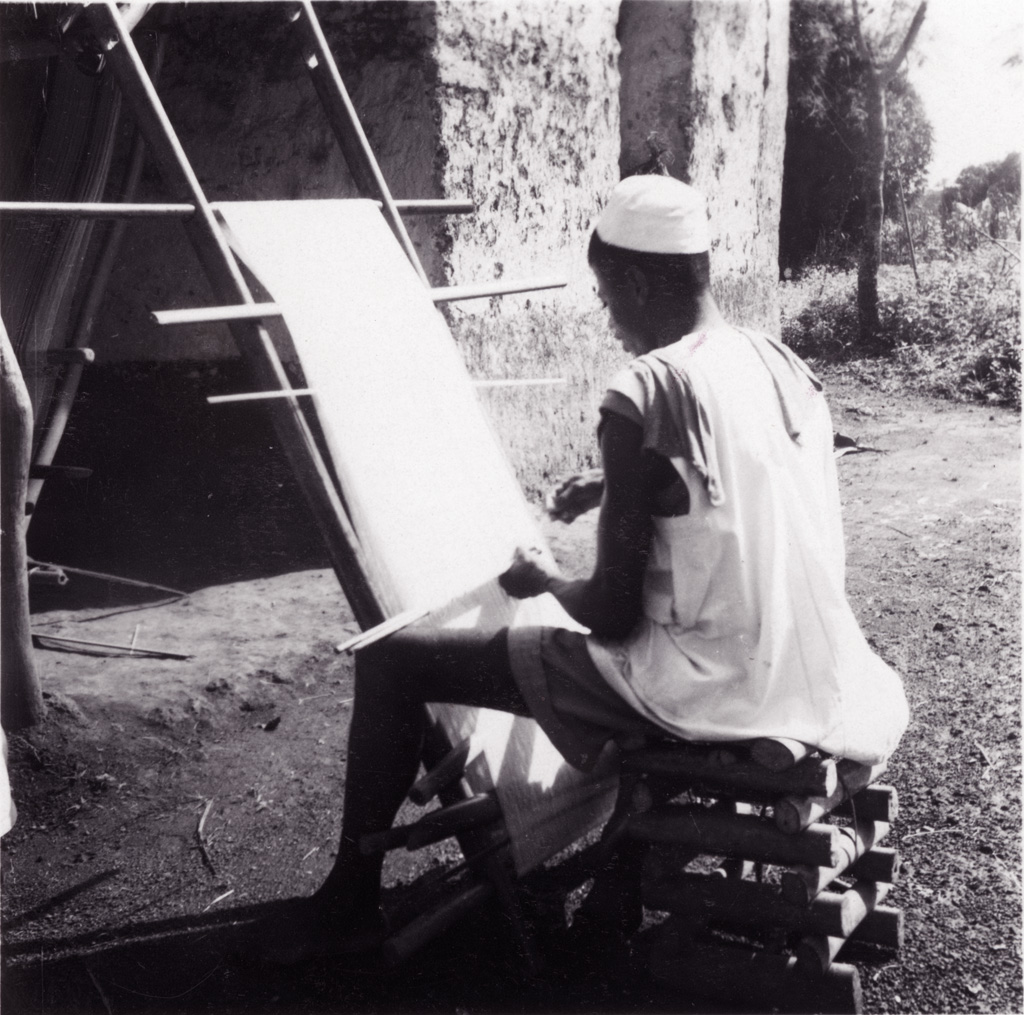 Foumban : un tisserand bamoun