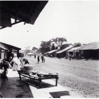 Foumban : une rue du quartier des commerçants