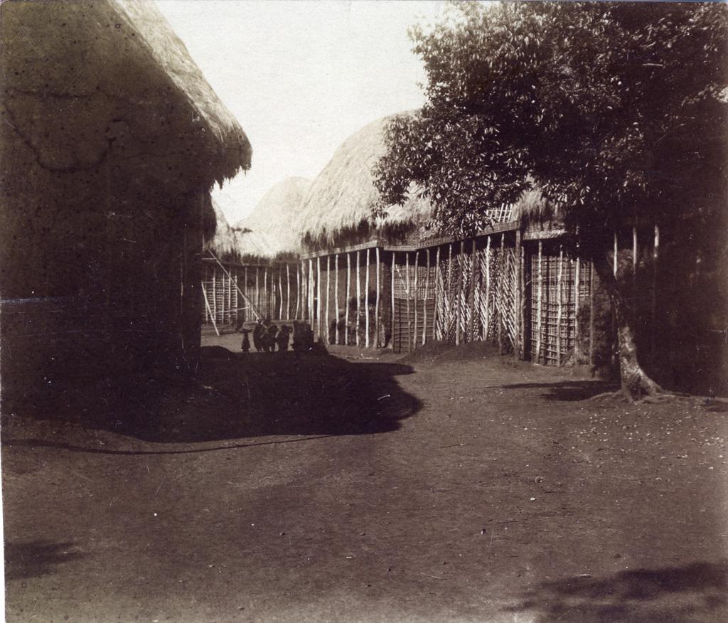 Foumban, une rue près de la maison de Njoya