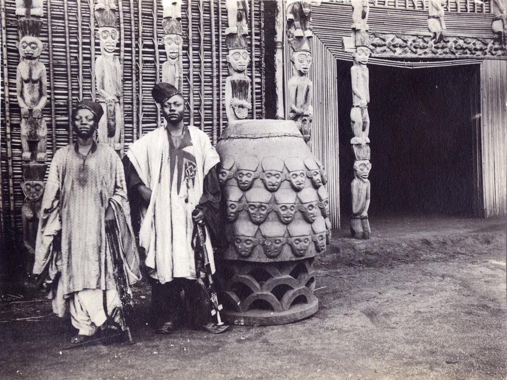 Grand tambour des fils du Sultan à l'entrée du chateau royal