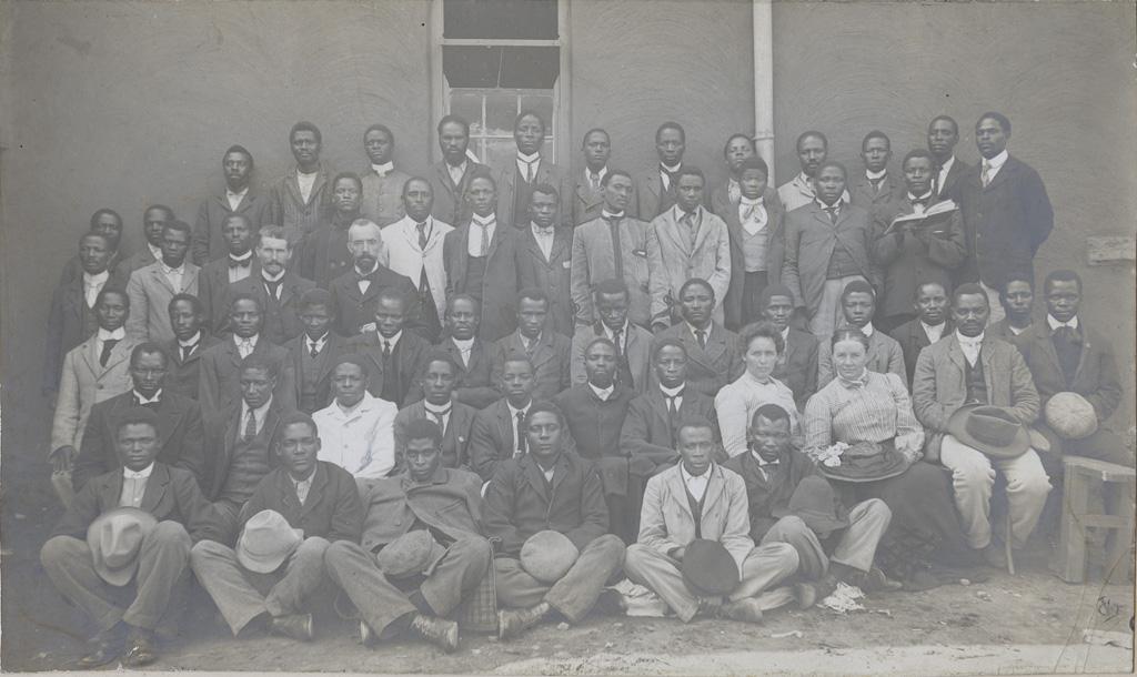 Groupe d'élèves et des directeurs de l'école biblique de Morija / non identifié (1906)