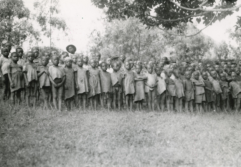 Groupe d'enfants à Bangwa