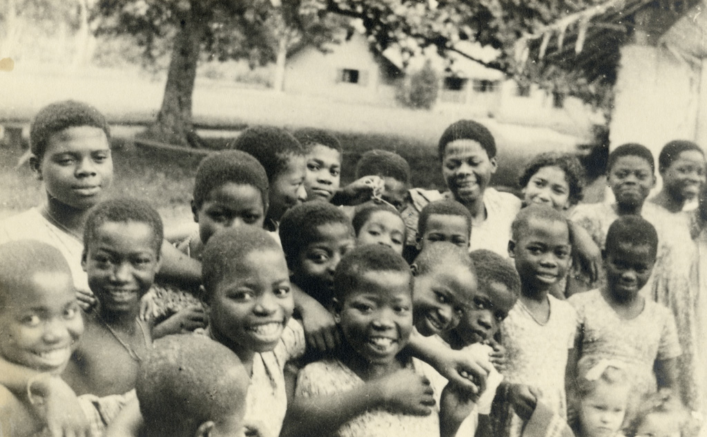 Groupe d'enfants à Lambaréné