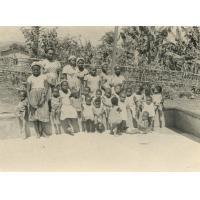 Groupe d'enfants de la pouponnière, orphelinat de Bangangté
