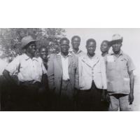 Groupe d'hommes à Nakato : Situmbeko, W. Nganga, Alexander, Meebelo, J. Sikombwa, Kabika, Liswaniso