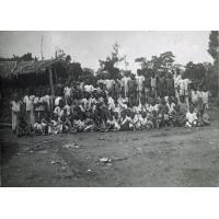 Groupe de jeunes écoliers