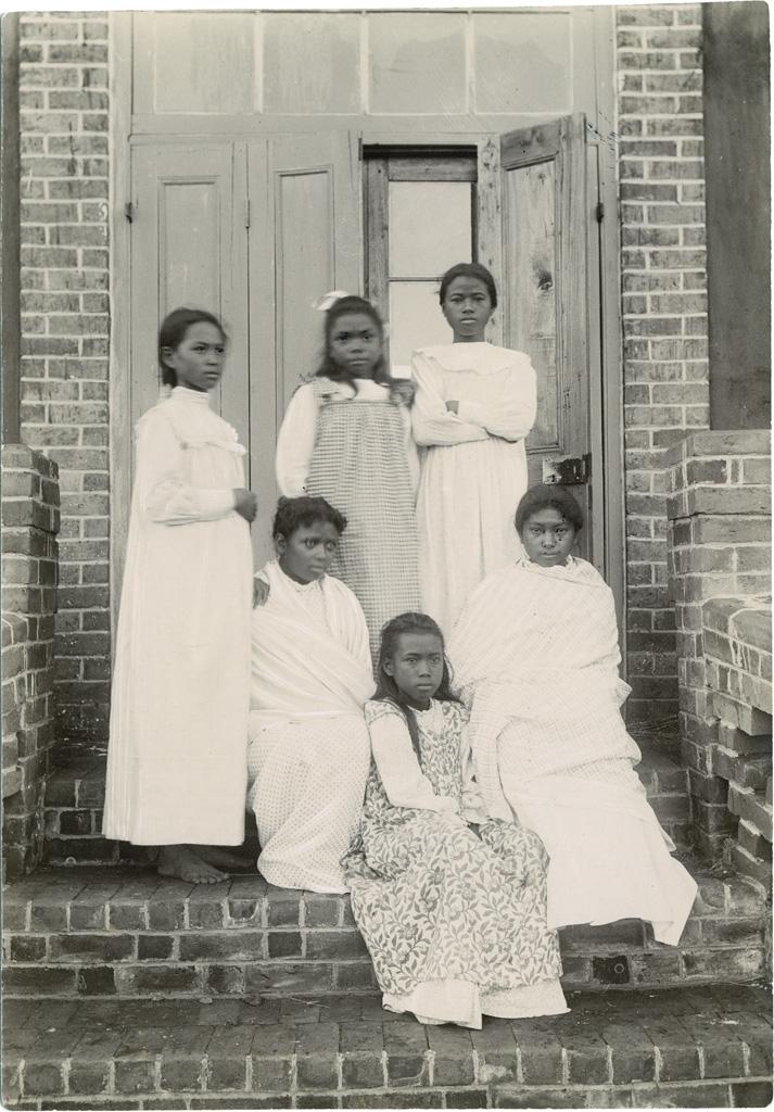 Groupe de jeunes filles pensionnaires