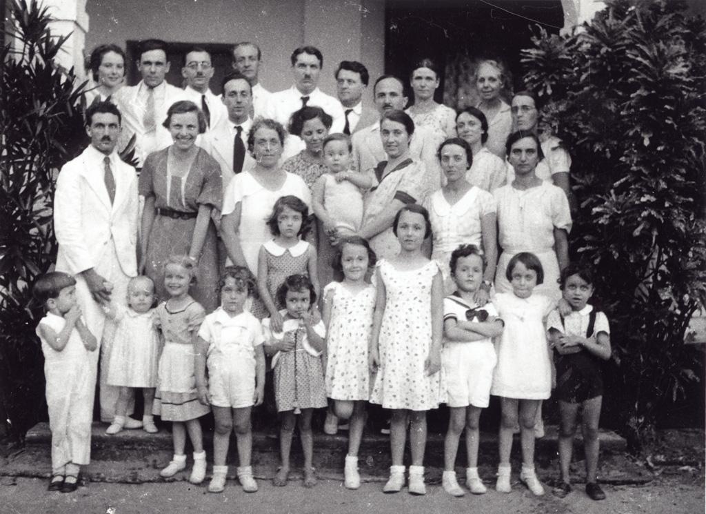 Groupe de missionnaires et leurs familles