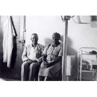 Hôpital de Bangwa, pasteur Elie Tbongo et une femme catéchiste