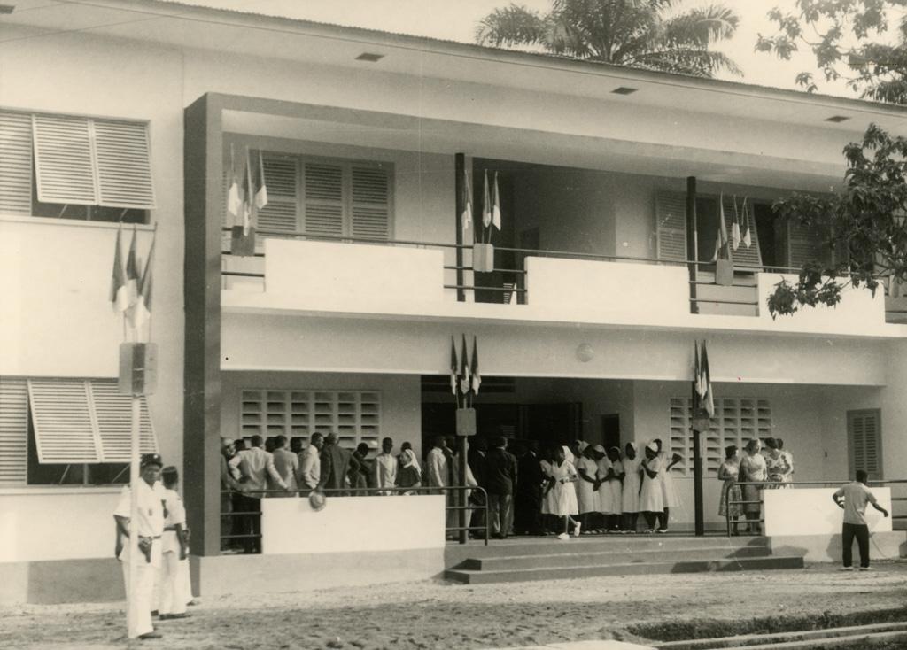 Inauguration de l'école protestante d'Infirmières de Douala