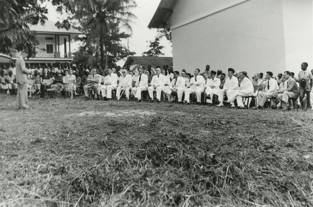 Inauguration de la maison des jeunes à Libreville / Pierre Seidenbinder (1955-01-21)