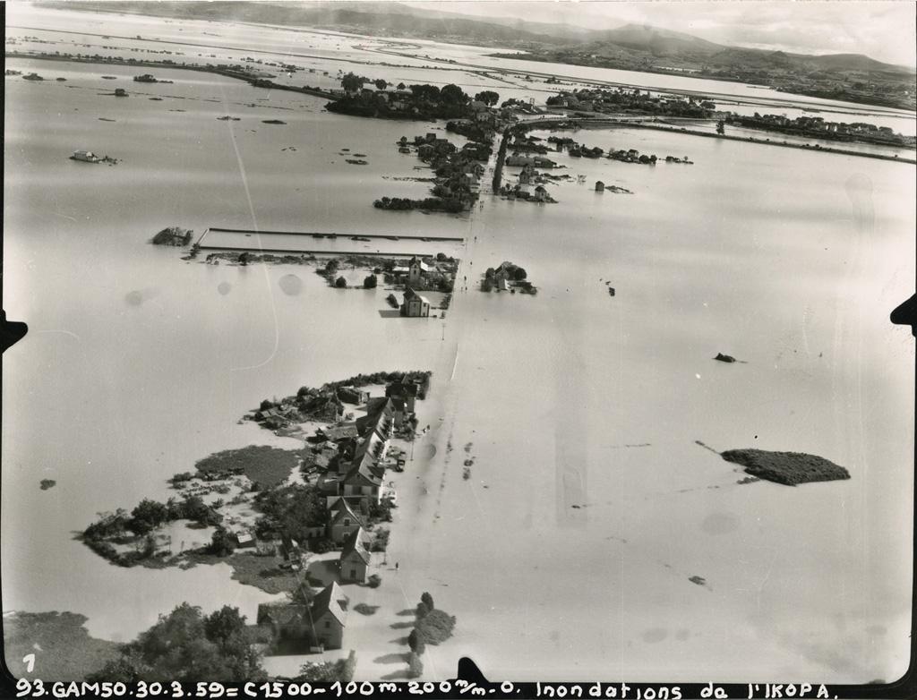 Inondations de l'Ikopa, route d'Arivonimamo, vers le Sud-Ouest