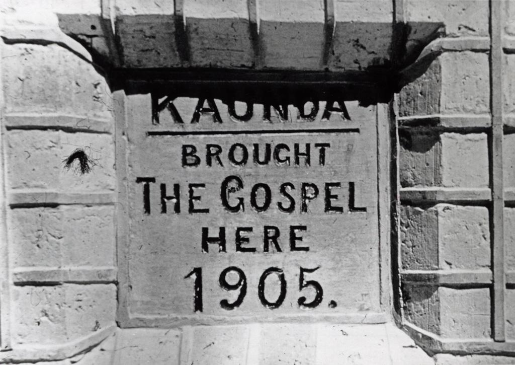 Inscription sur le mur de l'Eglise de Lubwa