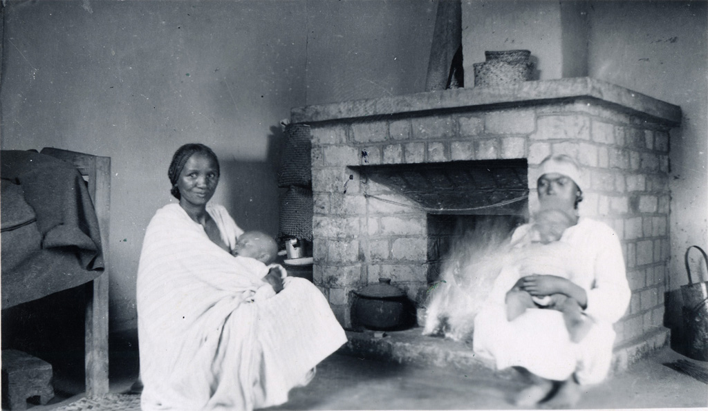 Intérieur de case d'une famille lépreuse, Manankavaly
