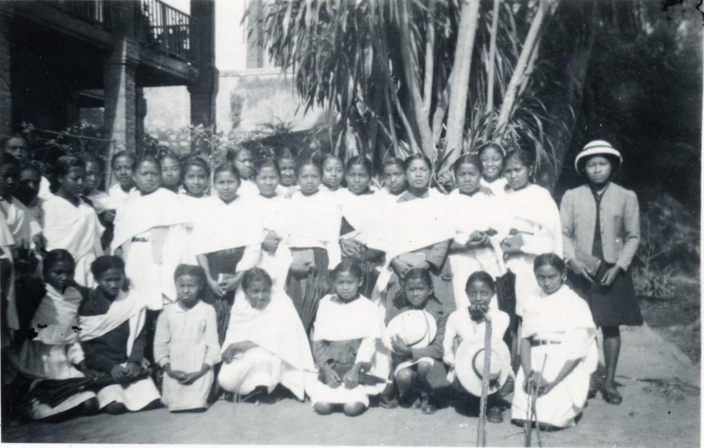 Internat de filles de Faravohitra en visite à l'école ménagère