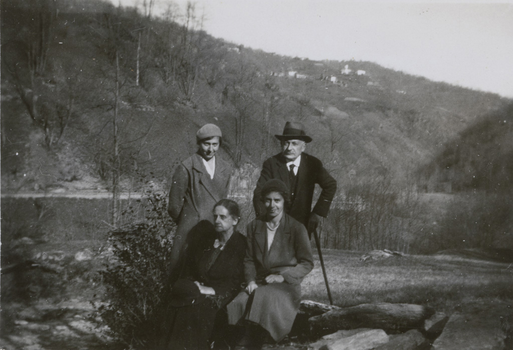 Jean-Daniel et leur deux filles Jeannette et Edith