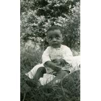 Jean-Pierre Ntchoua, petit rescapé de bronchopneumonie (fils de Jean-Paul Tchoua) au dispensaire de Ngomo
