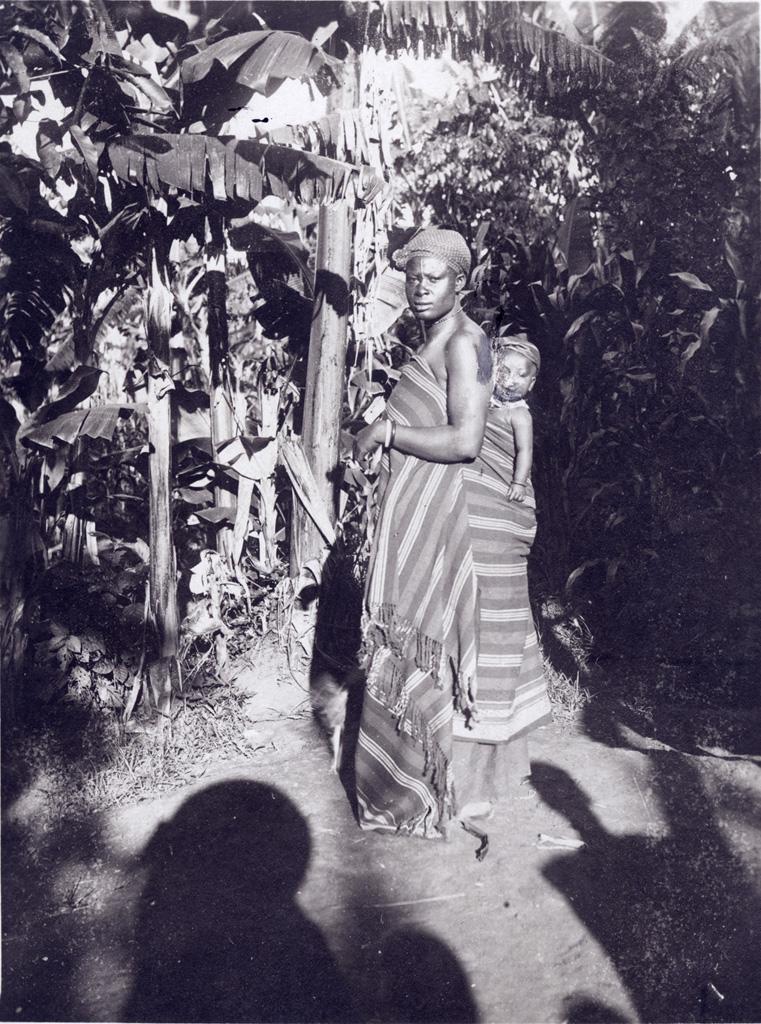 Jeune femme africaine et son bébé