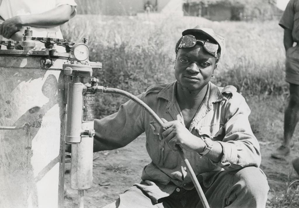 Jeune mécanicien de l'hôpital de Bangwa