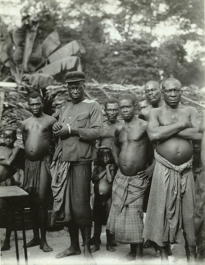 Kumameyon (route Foula - Booué), notables venant saluer le missionnaire