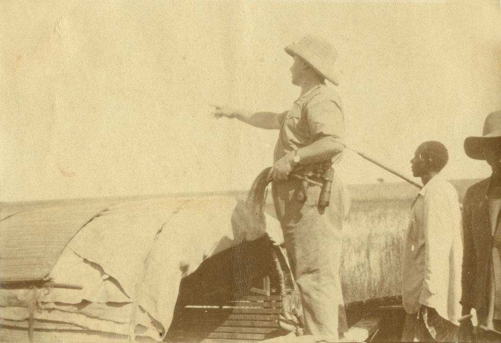 L'amiral A. Monteverdi et le chef pagayeur D. Njbolé