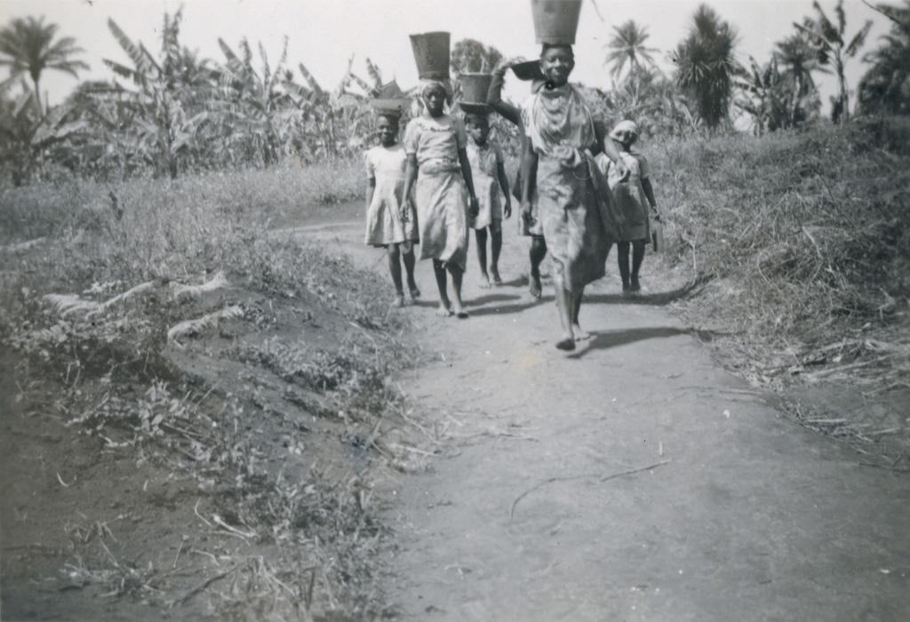 L'équipe de l'eau d'une des trois cases de l'internat de Bangangte