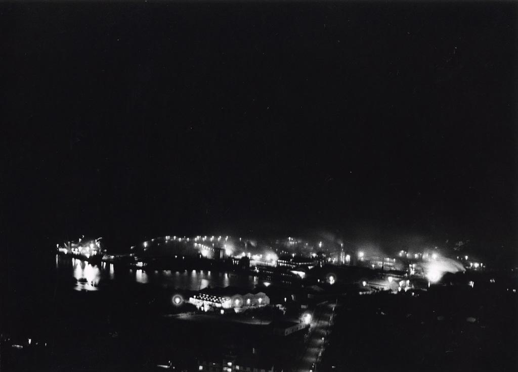 L'usine de nickel de Nouméa, vue de nuit