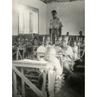 La classe de la mission dans un village dépendant de Ngomo