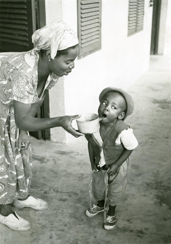 La distribution de nivaquine contre le paludisme