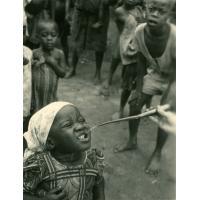 La distribution de nivaquine (ou la coussotte charentaise au service de la lutte contre le paludisme)