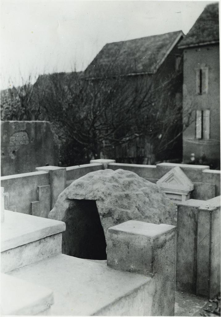 La grotte où se cachait Rasalama, la première martyre malgache percée de lances le 14 août 1837