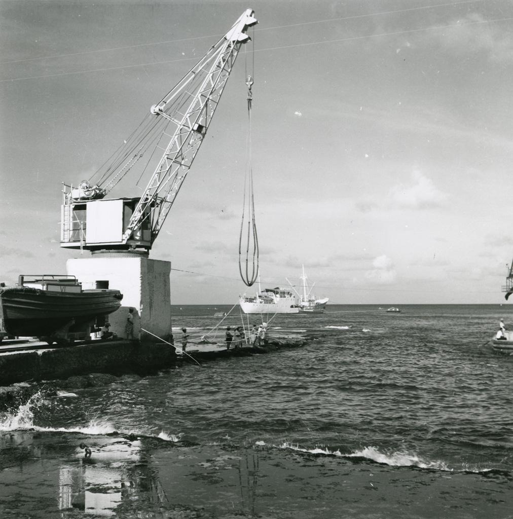 La grue de levage pour le halage des baleinières