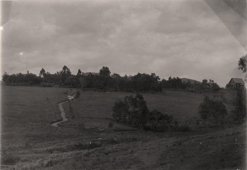 La maison des Beaulieu, ma maison et le chemin qui descend au village