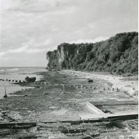 La plage et la falaise à Makatea