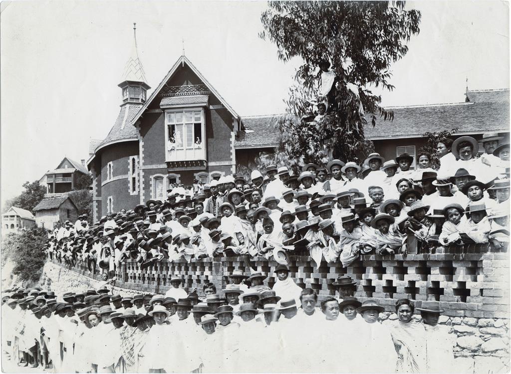 La sortie de l'école (Mission des Amis ou Quakers)