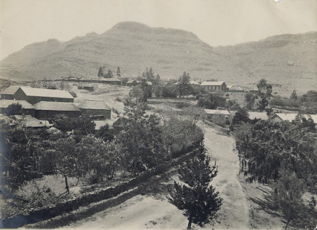 La station de Morija, au pied des montagnes