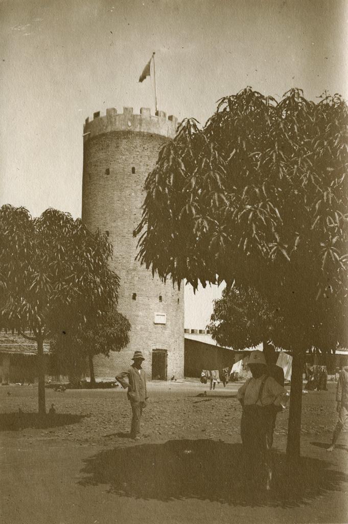 La tour du poste de Yoko