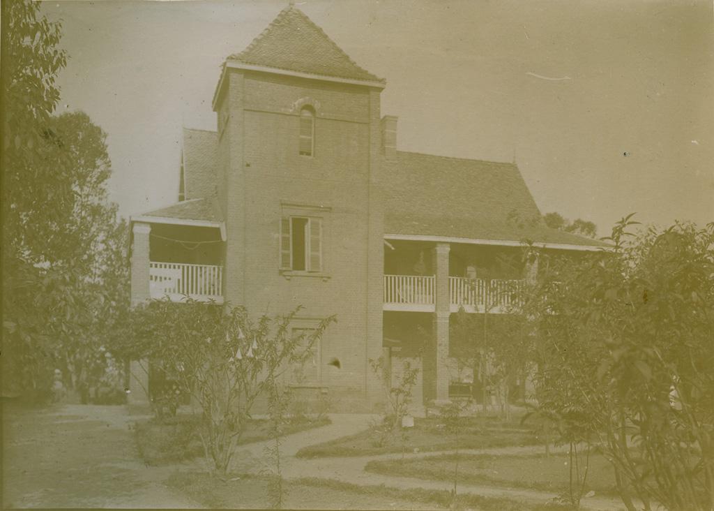 La tour, maison Montmoutier