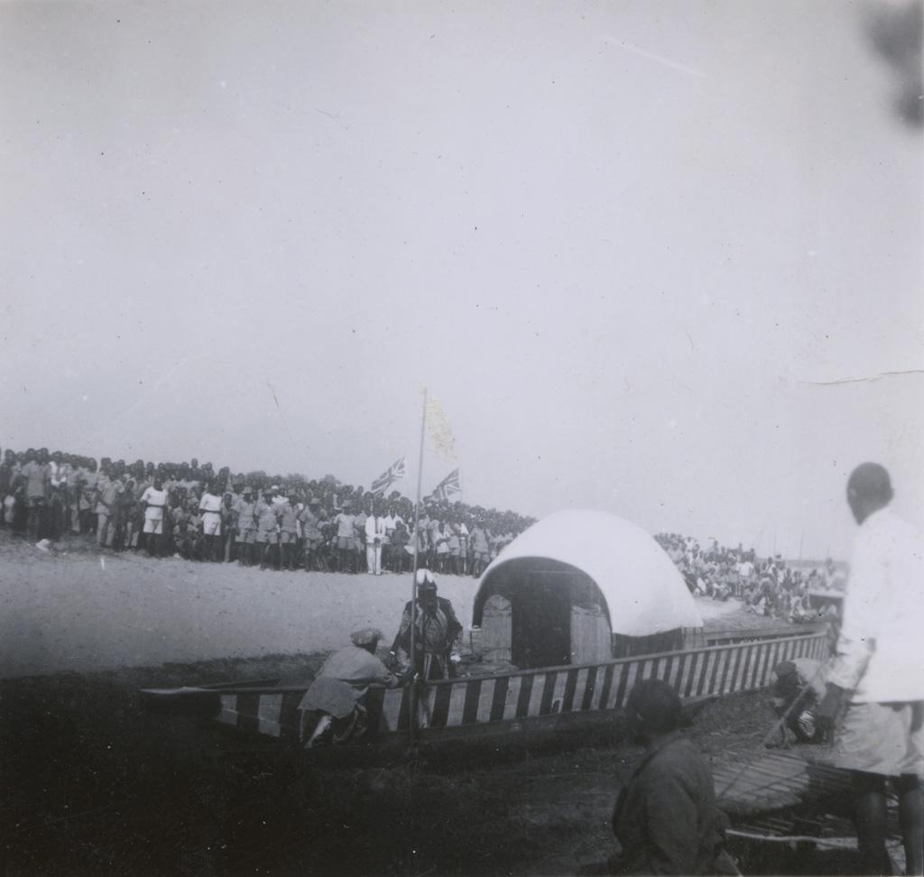 Le Litunga (roi des Lozi) dans sa Nalikwanda (barque royale)