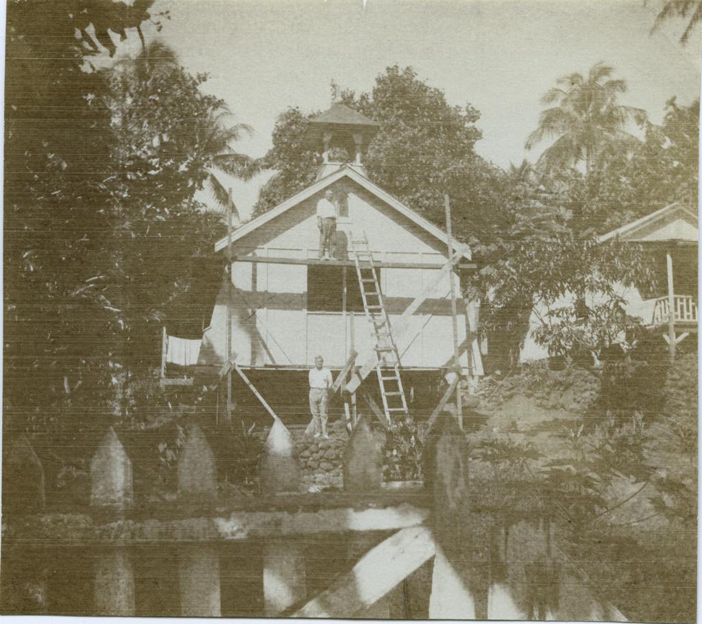 Le Temple d'Orofara en réparation