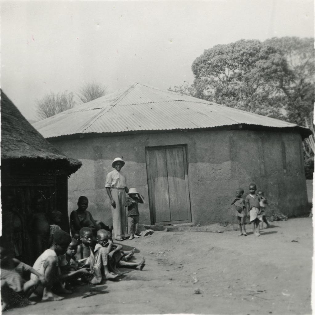 Le chef Pandung du village de Mbo