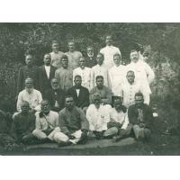 Le missionnaire Edouard Benignus en compagnie de pasteurs indigènes des Iles Loyauté et de Calédonie