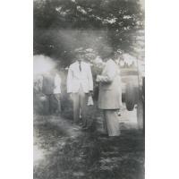 Le missionnaire Jean-Paul Burger et le Litunga Imwiko, lors d'une visite à Sefula