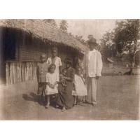Le moniteur Samuel Ebobise et sa famille
