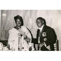 Le président Houphouet-Boigny de Côte d'Ivoire et le président de la république du Cameroun El Hady Amadou Ahidjo