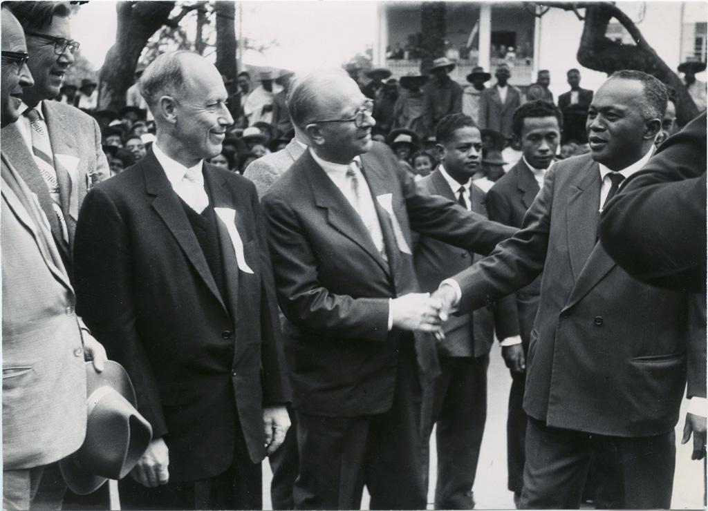 Le président de la république malgache, Tsiranana, à son arrivée à la seconde conférence des Eglises luthériennes d'Afrique