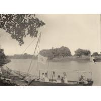 Le semeur sur la Betsibaka (canot à pétrole)