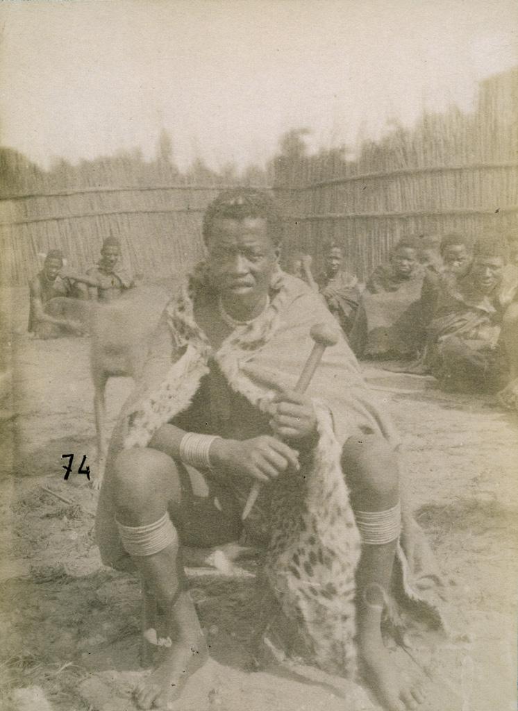 Lealuyi, le roi Akufuna-Thatira